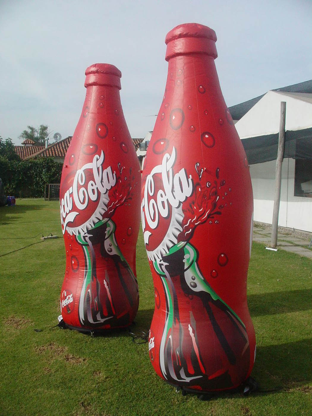 Botella Inflable impresa coca cola In Your Face Media Limited